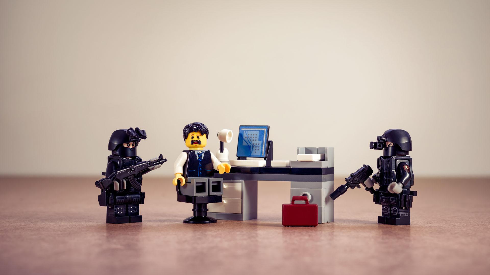 Niemand hat die Absicht einen Überwachungsstaat zu errichten …